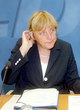 CDU-Chefin Merkel: Zu lange gezögert?