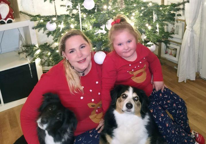 Jennifer H.: »Meine Tochter, unsere zwei Hunde und ich – wir sind eine eigene kleine Familie«