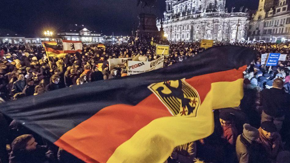 Pegida-Anhänger in Dresden: 13 Prozent aller Befragten würden sich gegebenenfalls an Protestmärschen beteiligen