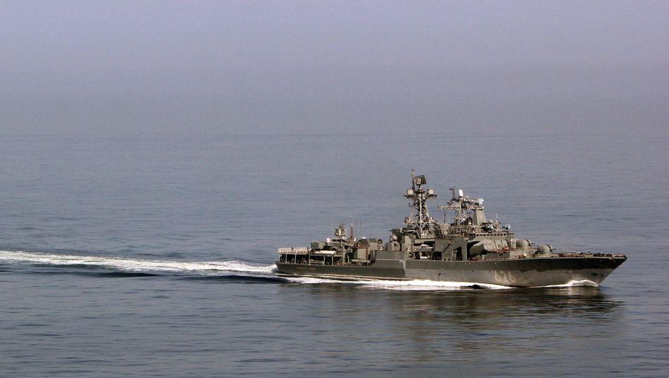 """Russisches Kriegsschiff """"Admiral Kulakow"""" im Ärmelkanal (Archivaufnahme): In der Straße von Calais"""