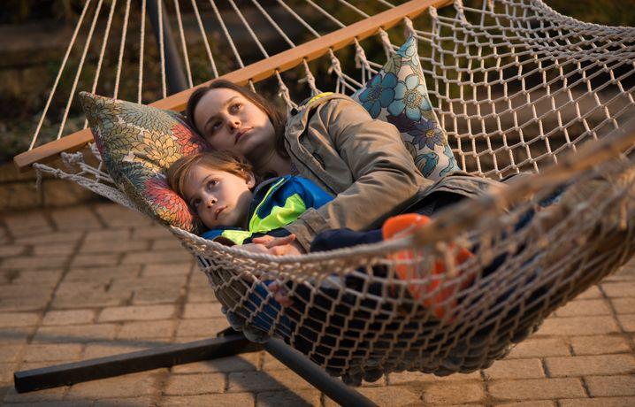Immer wieder erzählt Ma (Brie Larson) Jack davon, wie es ist, in einem in einer Hängematte zu liegen