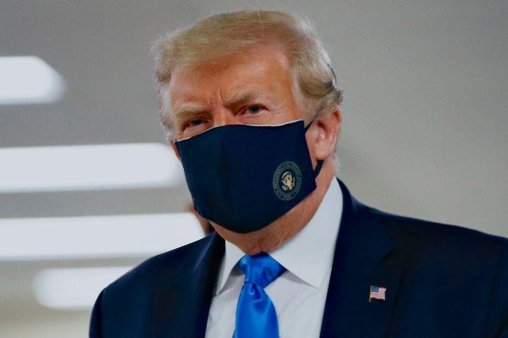 Ungewohnter Anblick: US-Präsident Trump präsentierte sich zuletzt demonstrativ mit Mund-Nasen-Schutz