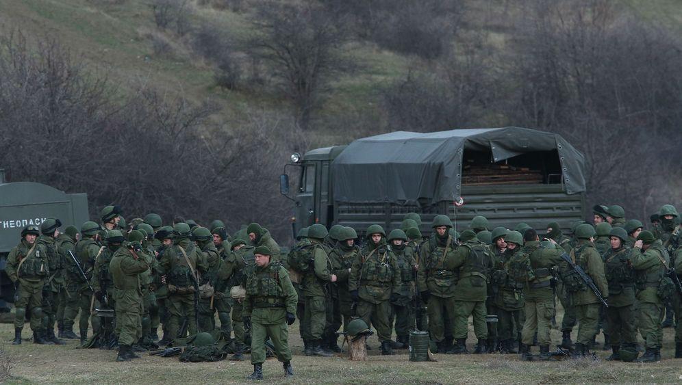 Photo Gallery: Russia Clamps Down in Crimea