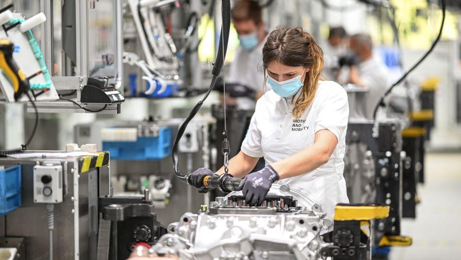 Monteurin des Automobilzulieferers ZF Friedrichshafen: »Schwung in der Industrie dürfte nachlassen«