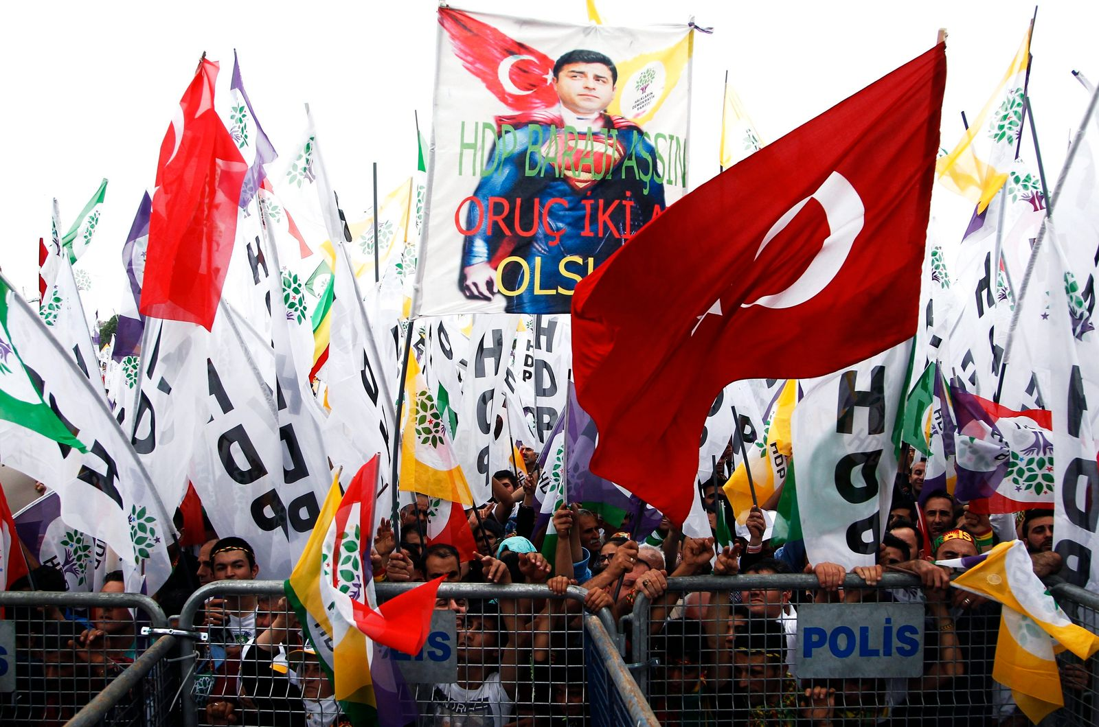 Campaigning continues ahead of Turkish general elections
