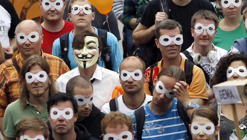 Maskenträger auf einer Demonstration in Berlin: Betroffen sind wohl eher die Mitläufer