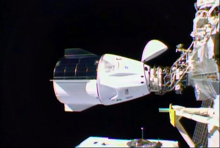 """""""Crew Dragon"""" dockt an: Nach 27 Stunden Flugzeit erreichte die Raumkapsel die ISS"""