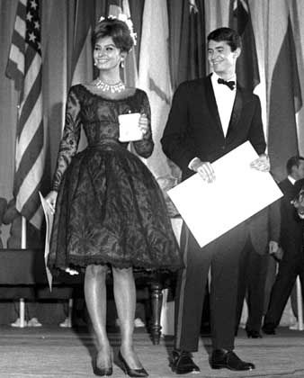 Perkins mit Sophia Loren 1961 in Cannes