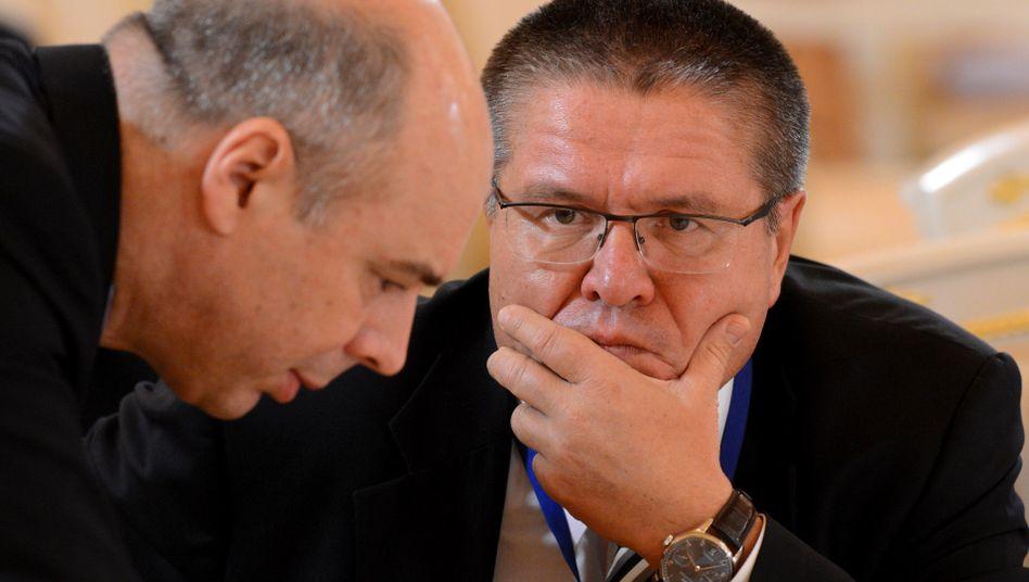 Wirtschaftsminister Uljukajew mit Finanzminister Siluanow: Verbieten nun auch ukrainische Lebensmittel
