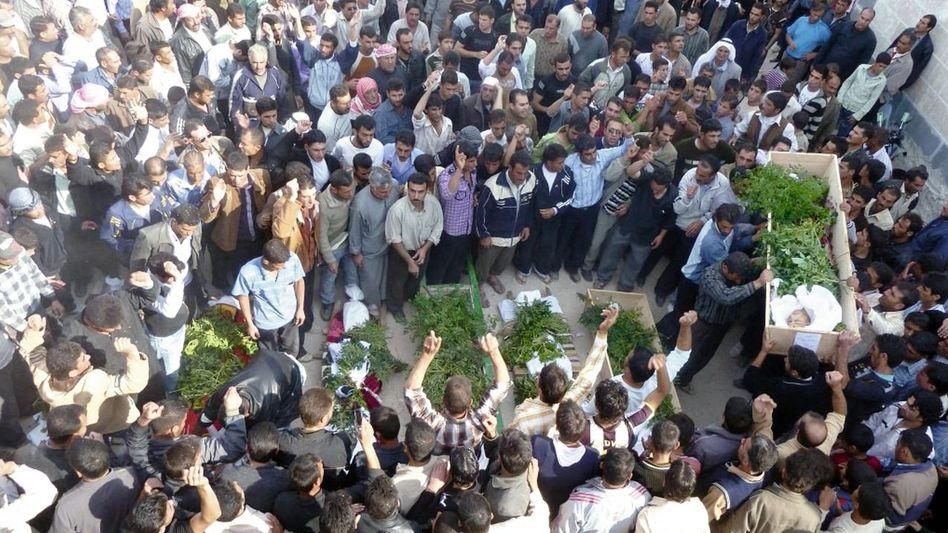 Begräbnis ermordeter Regierungsgegner nahe Homs: »Unerfreuliche Elemente«