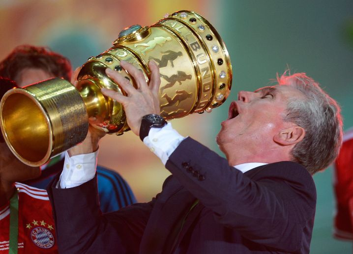 Jupp Heynckes mit dem DFB-Pokal - Bayern München siegte gegen den VfB Stuttgart (2013)