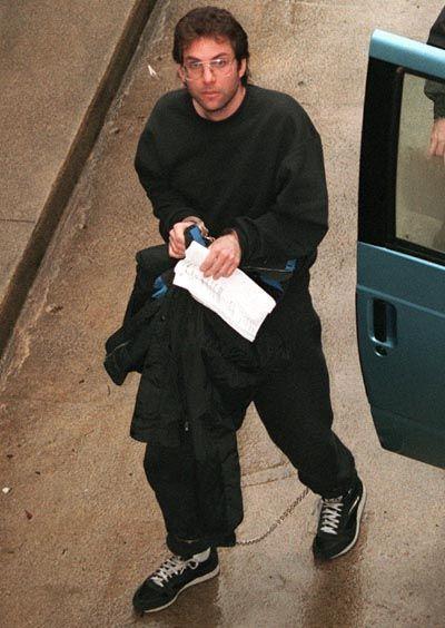 Kevin Mitnick, 1995: Mit Fußkette zum Gerichtstermin und für fünf Jahre hinter Gitter