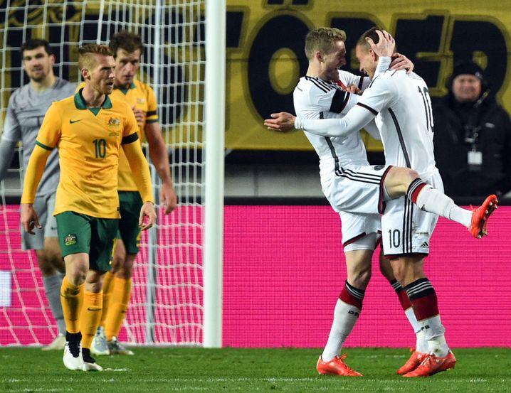 Deutsche Nationalspieler Podolski (r.), Schürrle: In Ekstase nach dem Tor