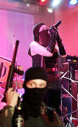 """Sängerin Nato (hinten, beim Moskauer Konzert am 14. Januar): """"Immer irgendetwas Unerwartetes"""""""