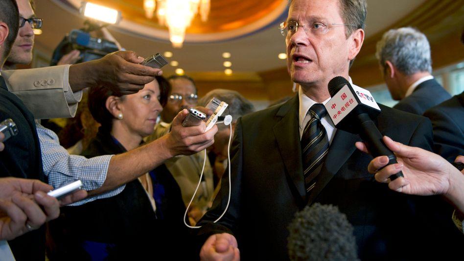 Westerwelle beim Treffen der Libyen-Kontaktgruppe in Doha: Humanitärer Einsatz möglich