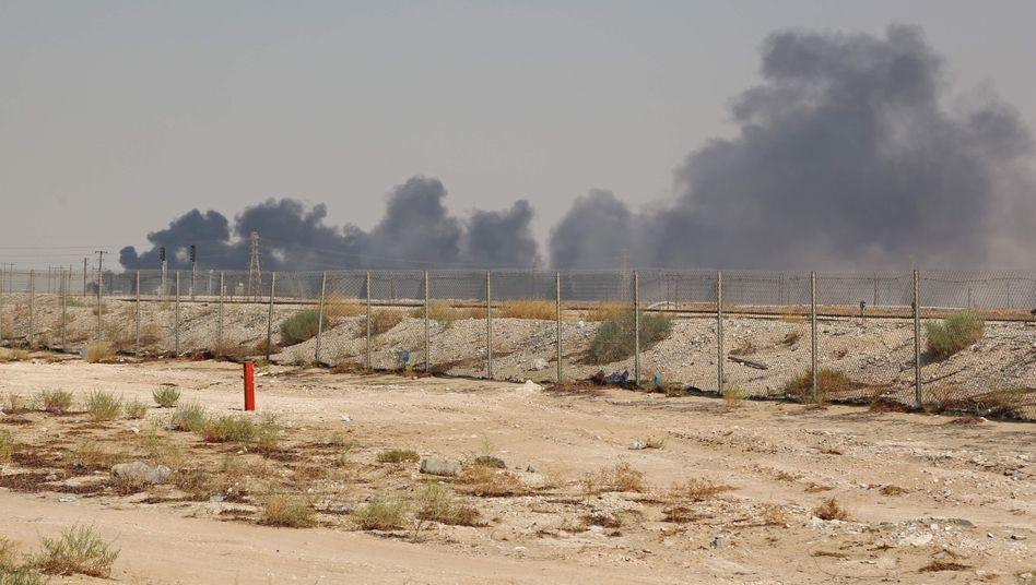 Rauchwolken waren nach dem Drohnenangriff weithin sichtbar