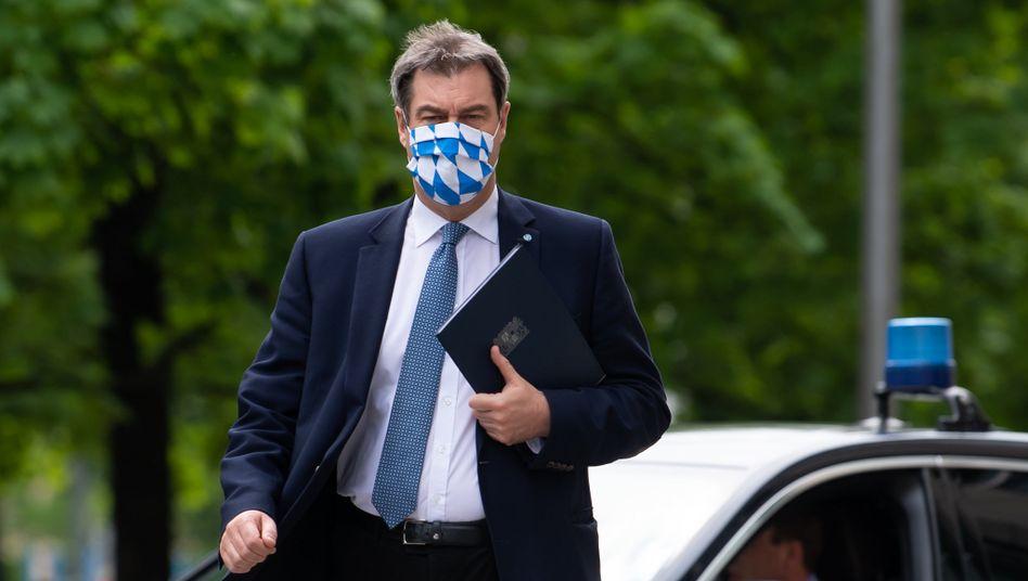 Der bayerische Ministerpr??sident Markus S??der hat Lockerungen der Maskenpflicht f??r Kulturveranstaltungen angek??ndigt.