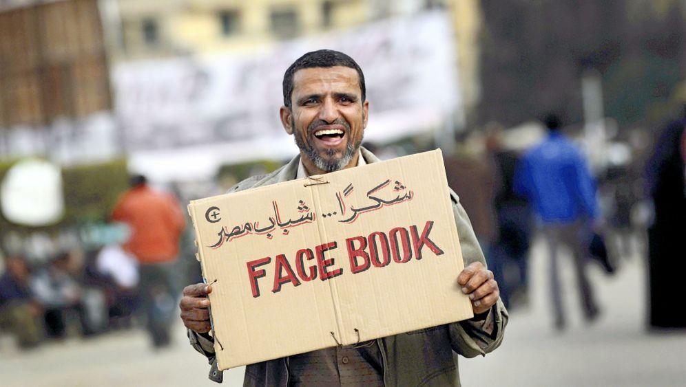 Direkter Draht ins Netz: Ägypter rufen nach Facebook und Twitter