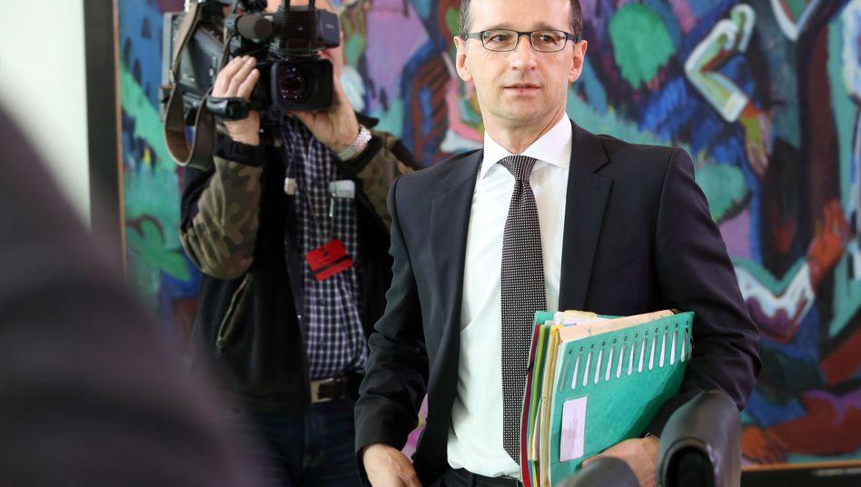 """Justizminister Maas: """"Ein weiterer wichtiger Schritt auf dem Weg zur völligen rechtlichen Gleichstellung von Lebenspartnerschaften"""""""