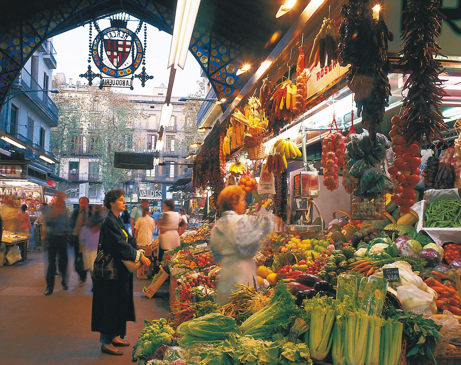 EINMALIGE VERWENDUNG Frau / Markt / Barcelona / Spanien