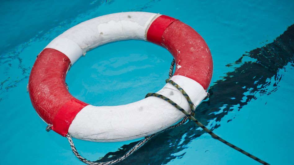 Rettungsring: »Weite Wege bis zum nächsten Schwimmbad«