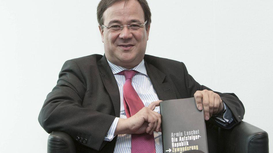 Laschet damals noch Familienminister in NRW, im Jahr 2009 bei der Präsentation seines Buchs