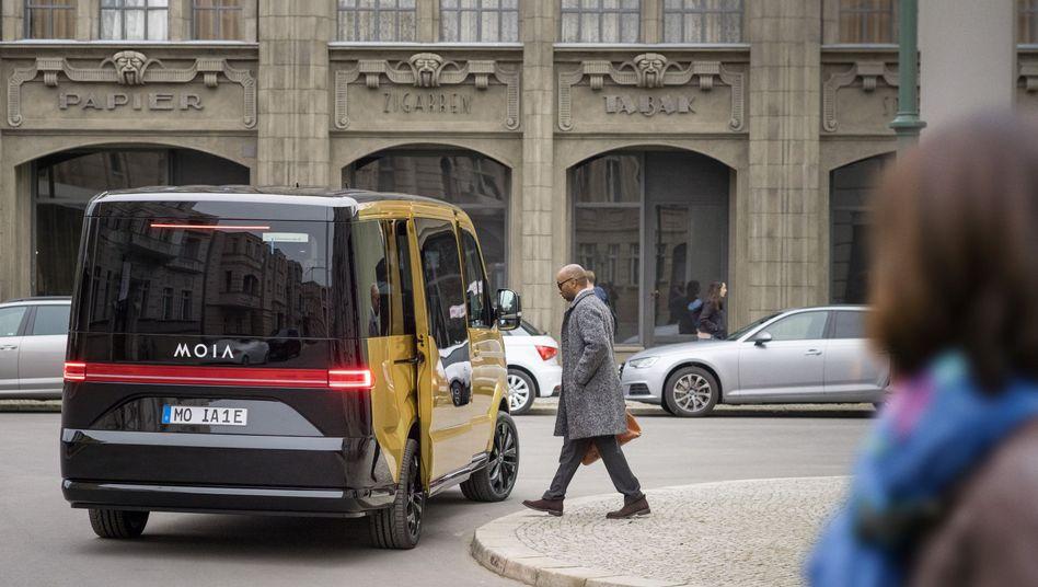 Mit diesen Elektrobussen will Volkswagen nun in Hamburg seinen Fahrdienst Moia starten.