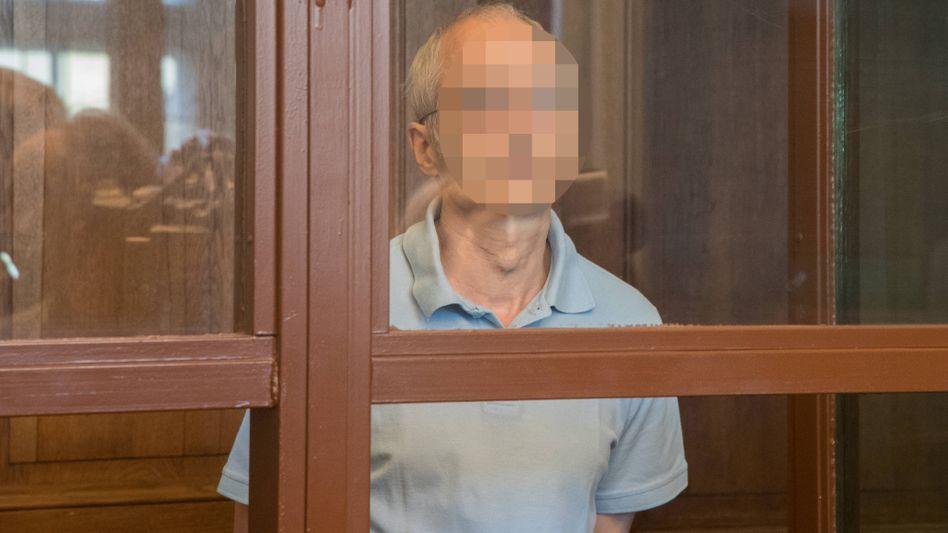 Im Glaskasten: Der Angeklagte Gregor S. am zweiten Prozesstag vor Gericht