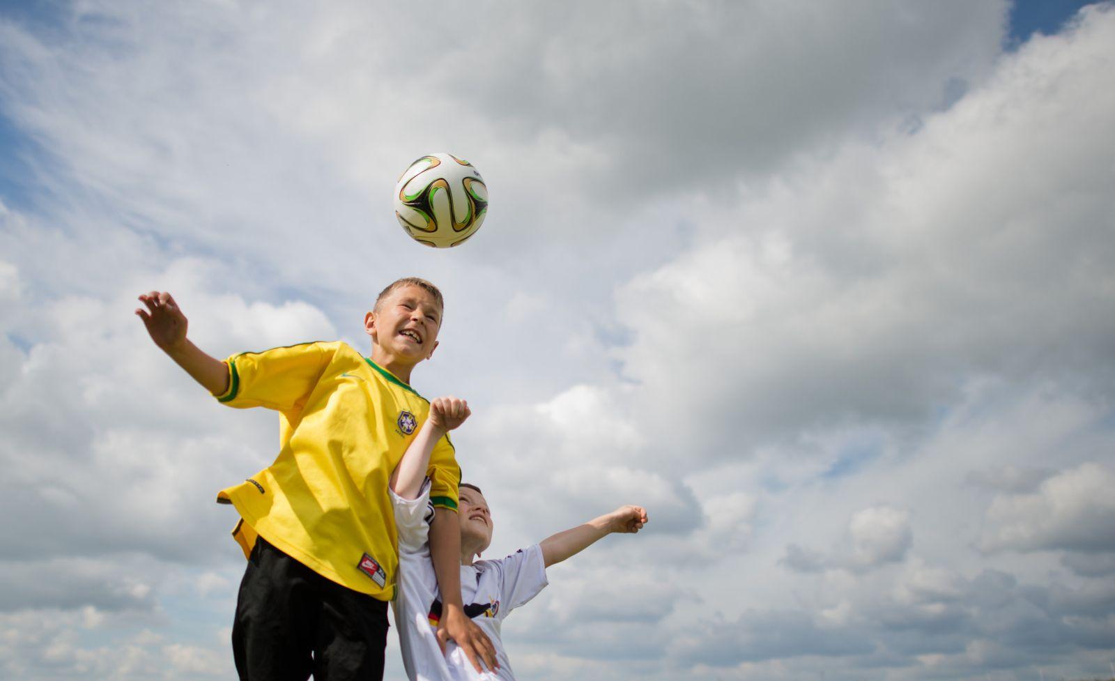Kinder Fußball Kopfball