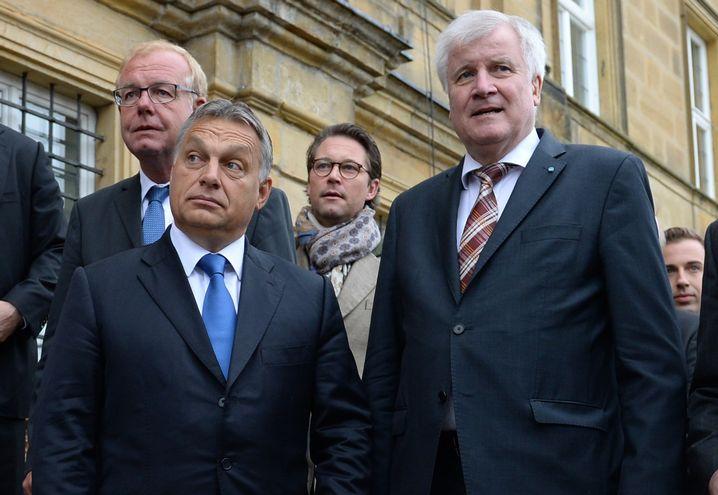 Bavarian State Premier Horst Seehofer (right) invited Hungarian Prime Minister Viktor Orbán (left) to speak in Bavaria in September, thumbing his nose at Chancellor Merkel.