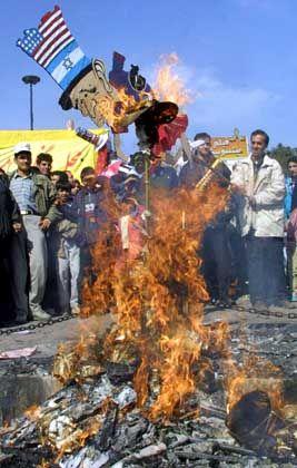 Antiisraelische und antiamerikanische Demonstrationen in Teheran