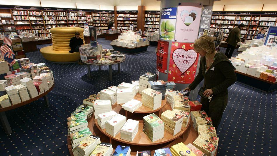 Buchhandlung: Massenware in riesigen Stapeln