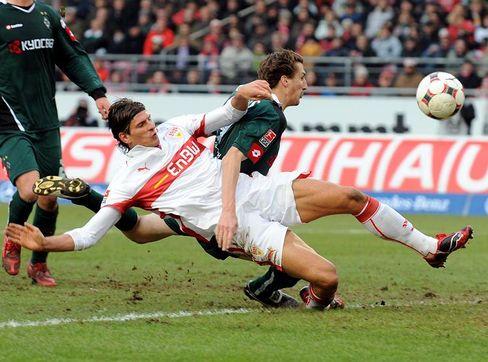 Stuttgarts Torjäger Gomez (l.): Treffer kurz vor dem Abpfiff