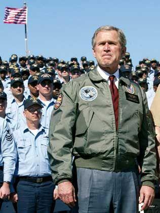 Kriegsherr Bush (am 13. Februar vor Marinesoldaten in Mayport)