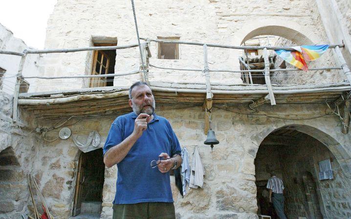 Paolo Dall'Oglio (links) hatte das alte Kloster wieder mit Leben gefüllt