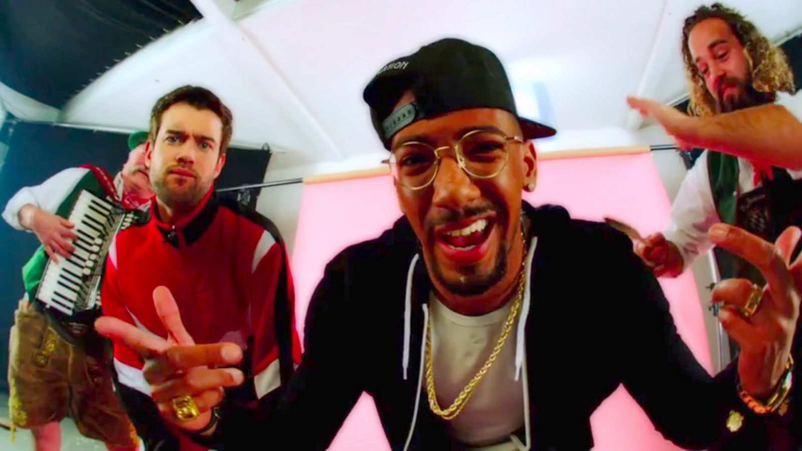 NUR ALS ZITAT Screenshot Jack Whitehall/ Jerome Boateng Rap/ YouTube