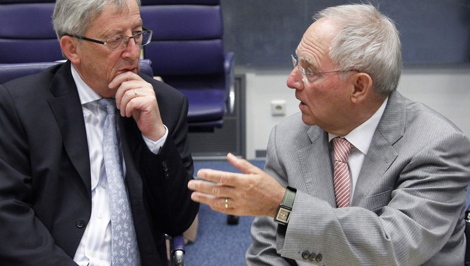 Euro-Gruppen-Chef Juncker, Finanzminister Schäuble: neue Belastungen