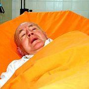 Verletzter Pater Brunissen: Opfer in einer ganzen Serie von Übergriffen auf katholische Geistliche