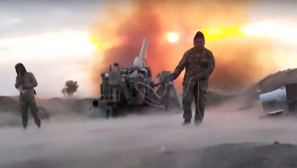 Kämpfe um Bergkarabach: Diese Aufnahme stammt vom aserbaidschanischen Verteidigungsministerium