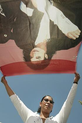 Jackson-Fan vor Gericht: Mehrere Hundert Anhänger haben sich versammelt