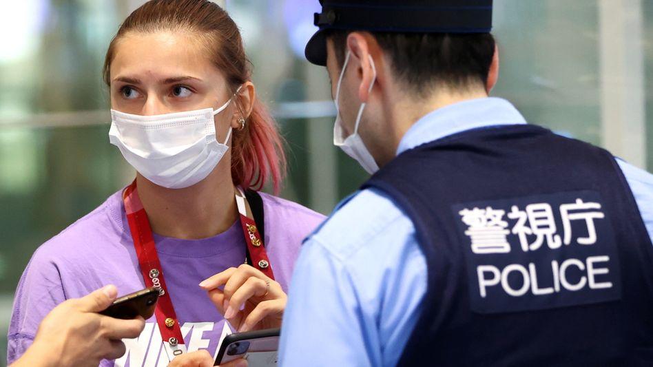 Kristina Timanowskaja am Flughafen Haneda in Tokio: Sie hat Schutz bei der Polizei gesucht