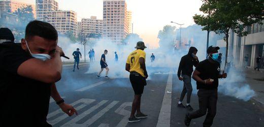 Paris: 20.000 Menschen bei Anti-Rassismus-Demo – Polizei setzt Tränengas ein