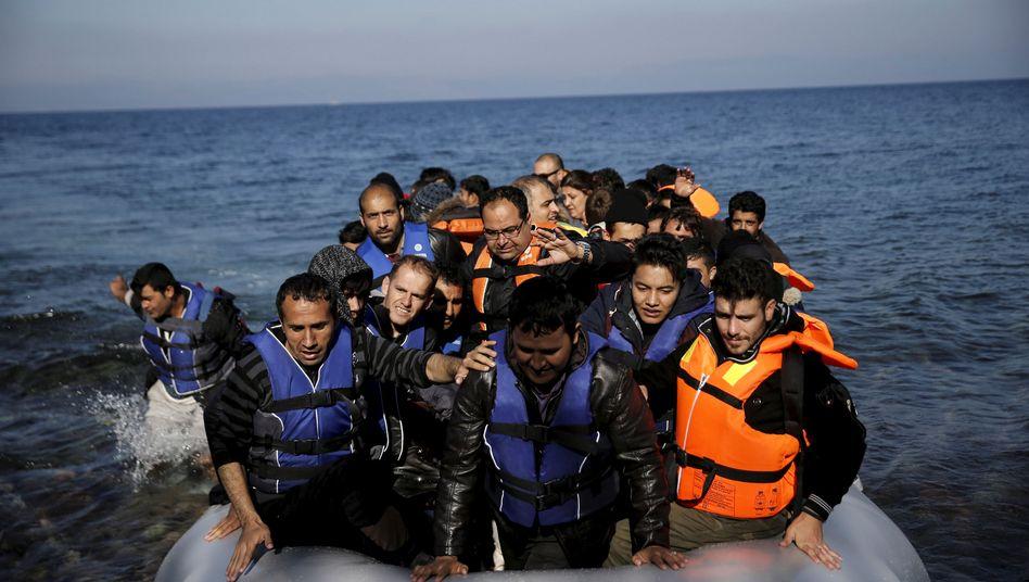Flüchtlinge vor Lesbos (Archiv)