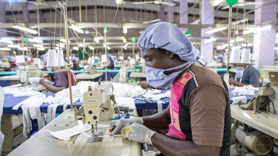 Fabrik in Ghana: Corona wird die Situation für viele verschärfen