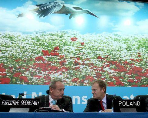 Uno-Klimasekretär Yvo de Boer und Polens Premierminister Donald Tusk (rechts): Ringen um Kyoto-Nachfolge hat in Posen begonnen