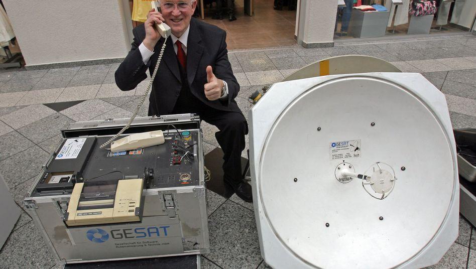 Satellitentelefon (Modell von 1991): Heinz Sänger sammelte alte Mobiltelefone