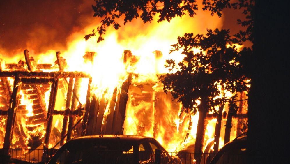 Eingebaute Katastrophe: Von der Isolierung zum Inferno