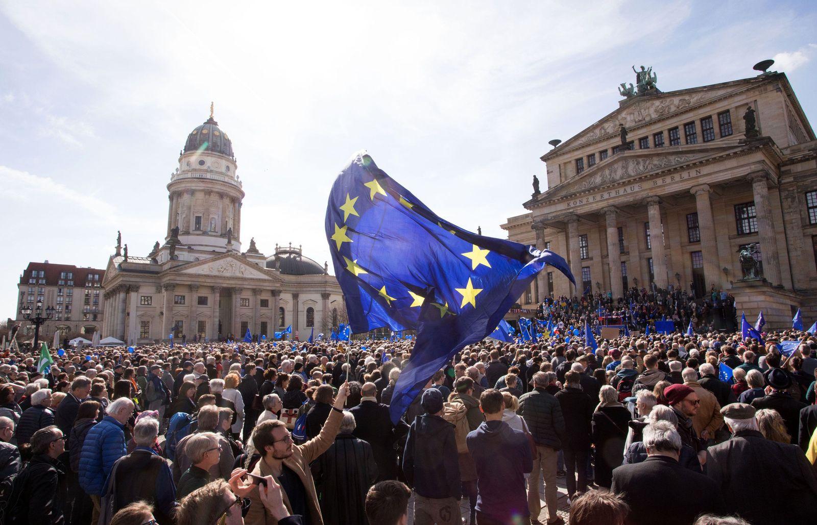 SYMBOLBILD Europa/ Pulse of Europe/ Berlin