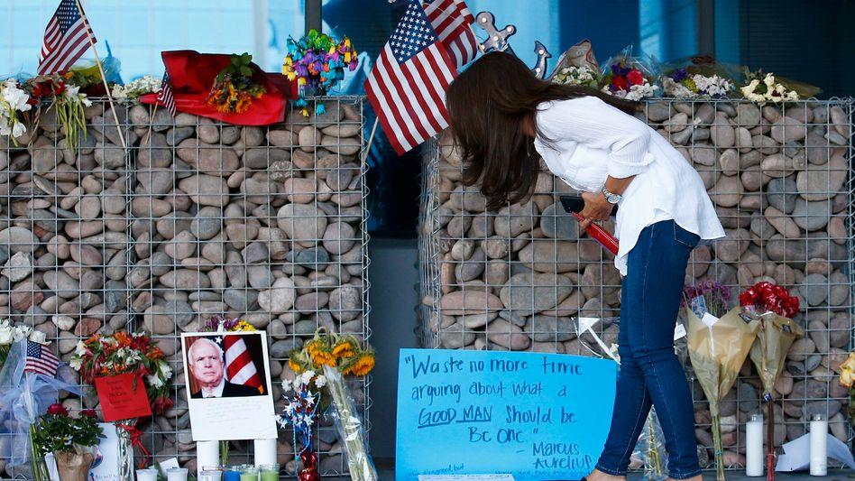 Gedenkstätte für John McCain in Phoenix, Arizona