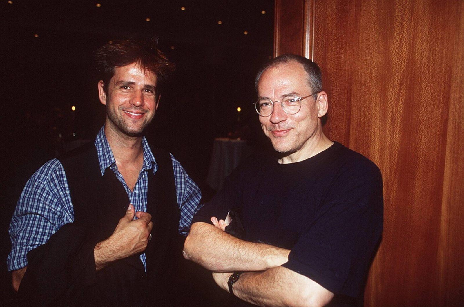 Christoph Schlingensief (li.) mit Rosa von Praunheim 08/97 te Mann TV Fernsehen leger stehend dunkelhaarig Regie GESPRÄ